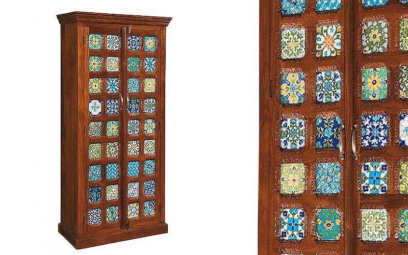 """Armadio""""Tiles"""" realizzato in legno massello color noce"""