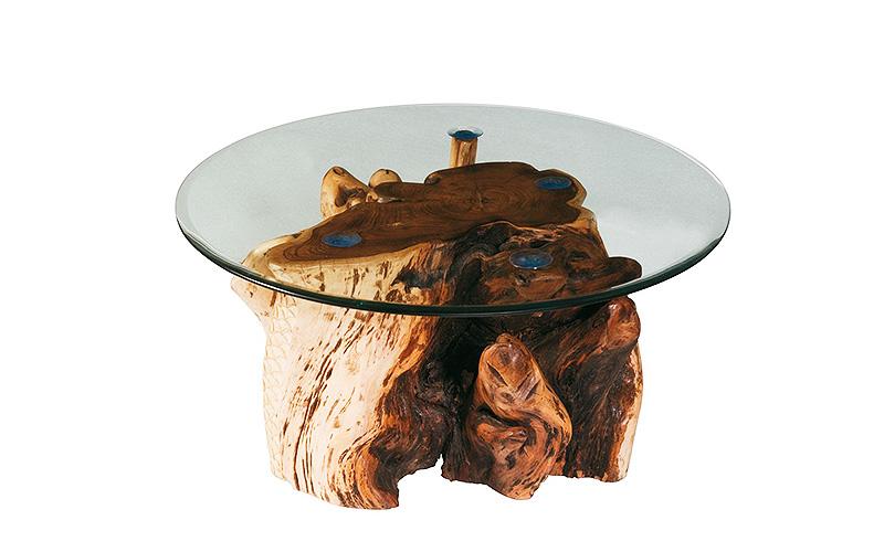 Radice: tavolino da salotto realizzato con base ricavata da una radice di albero